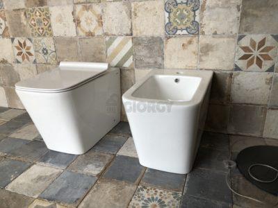 sanitari wc bidet a terra filo muro in ceramica bianca forma squadrata