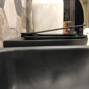 dettaglio bidet e wc con sistema soft close
