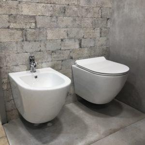 sanitari sospesi forma arrotondata in ceramica bianca stile moderno